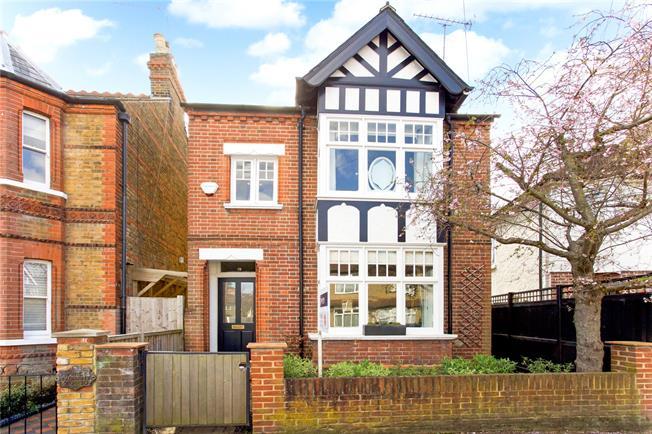 Guide Price £899,950, 4 Bedroom Detached House For Sale in Windsor, SL4