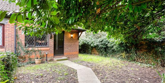 Guide Price £240,000, 1 Bedroom Semi Detached House For Sale in Datchet, SL3