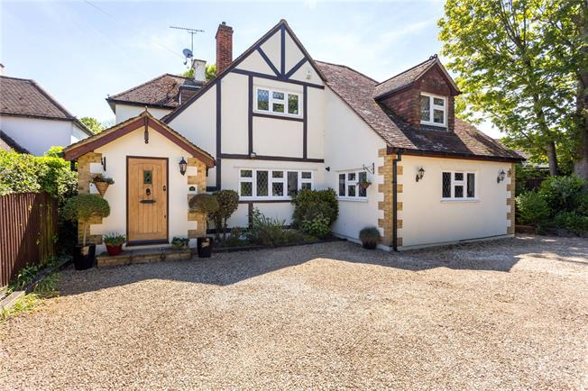 Guide Price £1,000,000, 4 Bedroom Detached House For Sale in Old Windsor, SL4