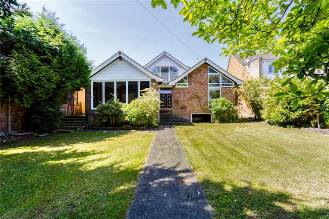 Guide Price £1,095,000, 4 Bedroom Detached House For Sale in Wraysbury, TW19
