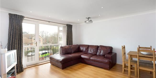 Guide Price £365,000, 2 Bedroom Flat For Sale in Windsor, SL4