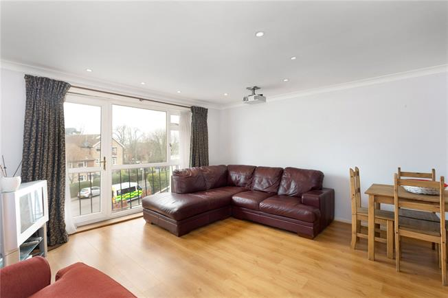 Guide Price £365,000, 2 Bedroom Flat For Sale in Windsor, SL4