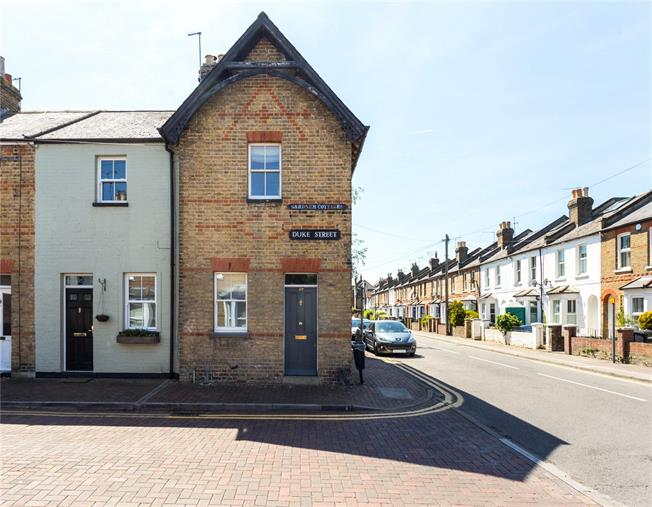 Guide Price £550,000, 2 Bedroom Terraced House For Sale in Windsor, SL4