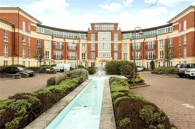 Guide Price £425,000, 3 Bedroom Flat For Sale in Windsor, SL4