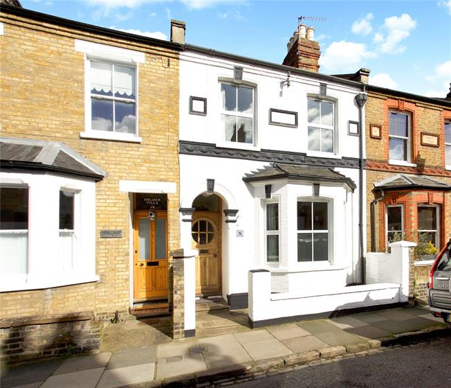Guide Price £735,000, 3 Bedroom Terraced House For Sale in Windsor, SL4