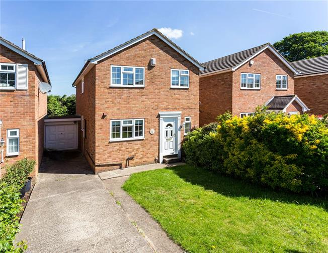 Guide Price £550,000, 4 Bedroom Detached House For Sale in Berkshire, SL4