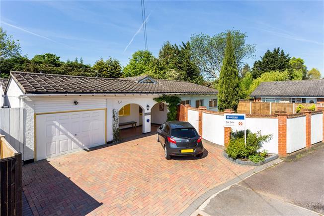 Guide Price £850,000, 4 Bedroom Detached House For Sale in Windsor, SL4
