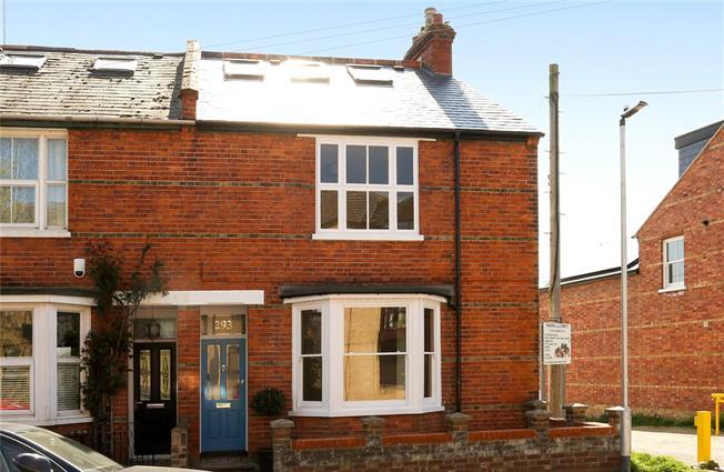 Guide Price £865,000, 4 Bedroom House For Sale in Windsor, SL4