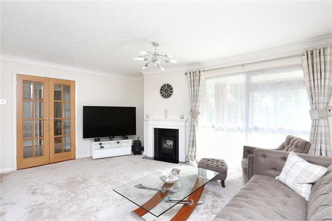 Guide Price £650,000, 3 Bedroom Detached House For Sale in Windsor, SL4