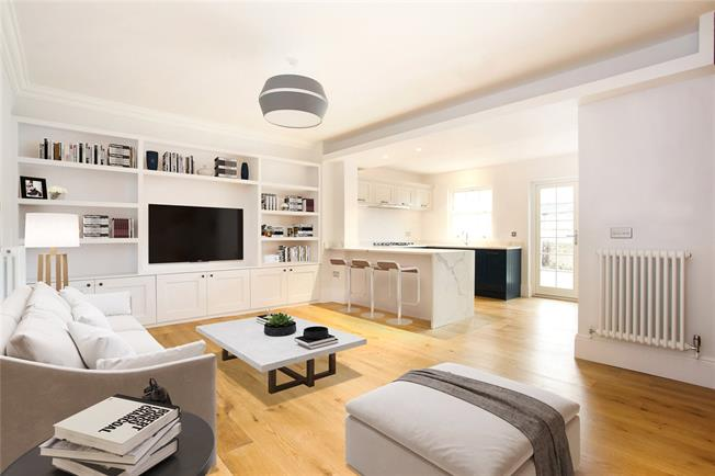 Guide Price £570,000, 2 Bedroom Flat For Sale in Windsor, SL4
