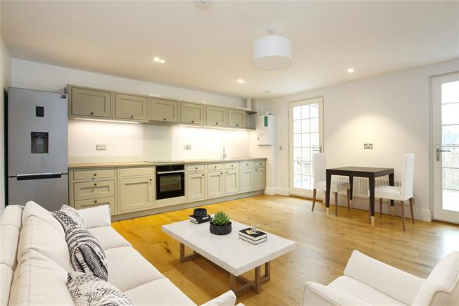 Guide Price £360,000, 1 Bedroom Flat For Sale in Windsor, SL4