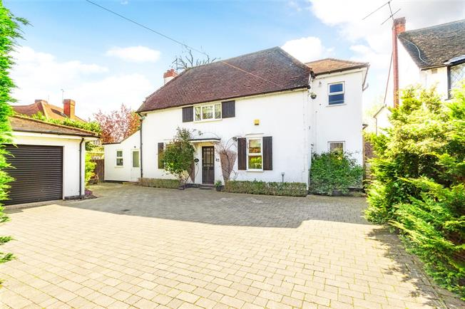 Guide Price £795,000, 4 Bedroom Detached House For Sale in Datchet, SL3