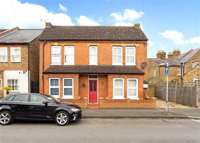 Guide Price £279,950, 1 Bedroom Flat For Sale in Windsor, SL4