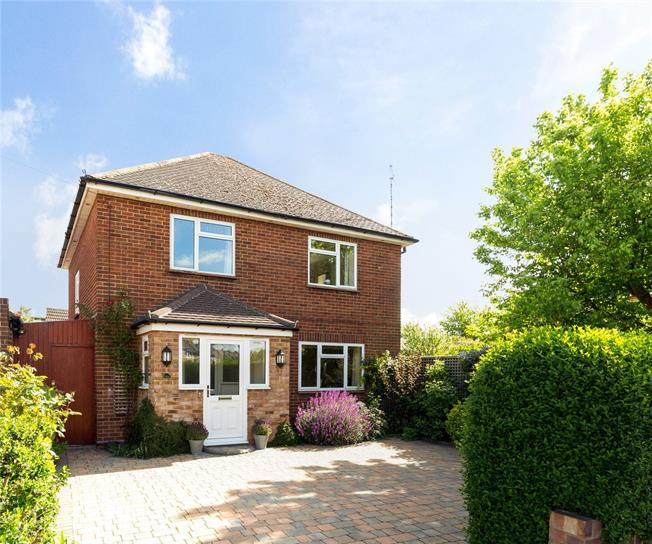 Guide Price £795,000, 3 Bedroom Detached House For Sale in Windsor, SL4