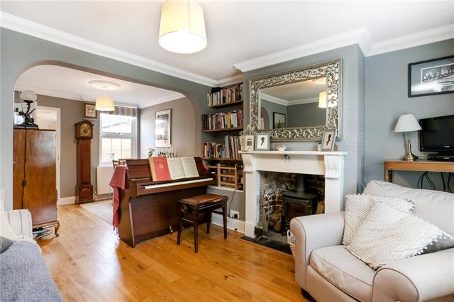 Guide Price £367,500, 2 Bedroom Semi Detached House For Sale in Egham, TW20