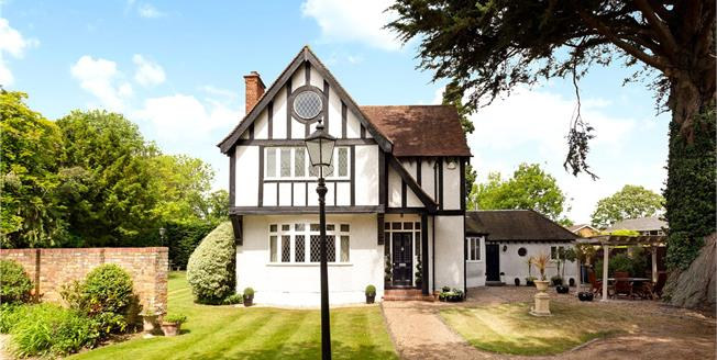 Guide Price £1,495,000, 5 Bedroom Detached House For Sale in Windsor, SL4
