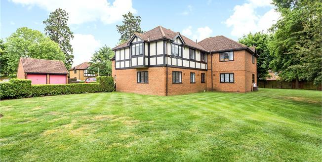 Guide Price £340,000, 2 Bedroom Flat For Sale in Berkshire, SL4