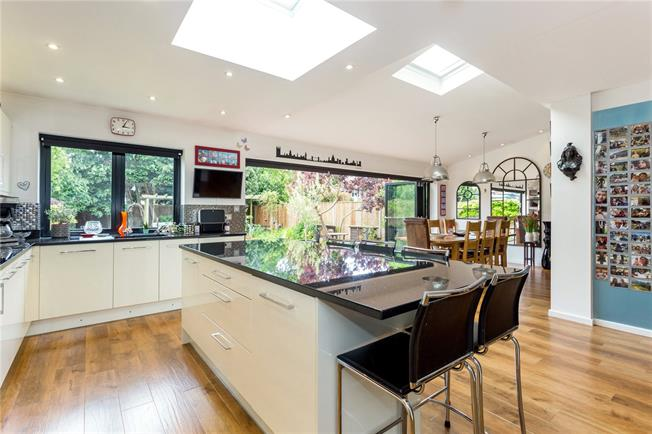 Guide Price £850,000, 4 Bedroom Detached House For Sale in Old Windsor, SL4