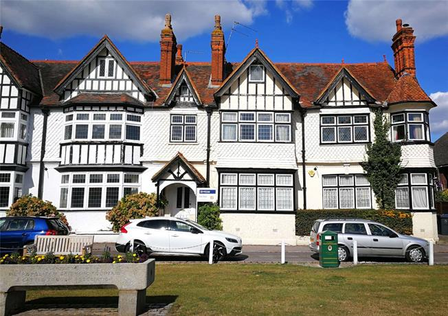 Guide Price £875,000, 6 Bedroom Semi Detached House For Sale in Datchet, SL3