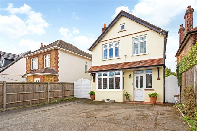 Guide Price £700,000, 4 Bedroom Detached House For Sale in Old Windsor, SL4