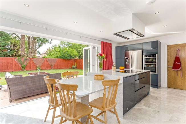 Guide Price £850,000, 4 Bedroom Detached House For Sale in Old Windsor, SL4