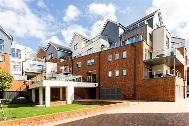 Guide Price £1,265,000, 3 Bedroom Flat For Sale in Windsor, SL4