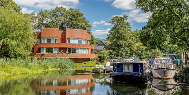 Guide Price £1,950,000, 4 Bedroom Detached House For Sale in Windsor, SL4