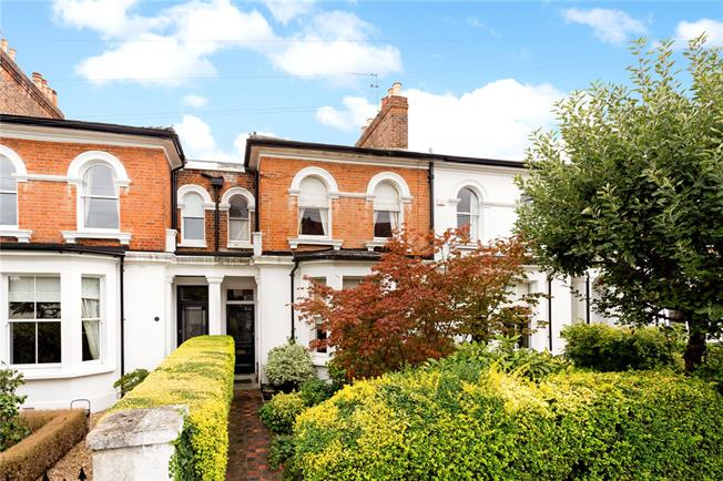 Guide Price £1,050,000, 3 Bedroom House For Sale in Windsor, SL4