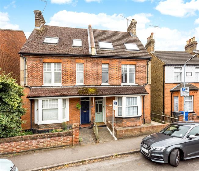 Guide Price £525,000, 3 Bedroom House For Sale in Windsor, SL4