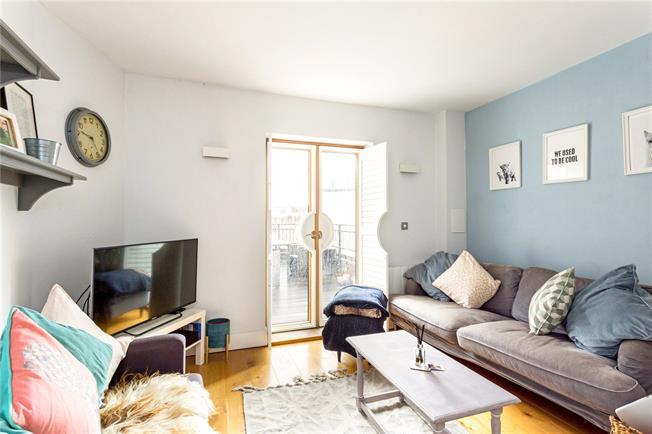 Guide Price £425,000, 2 Bedroom Flat For Sale in Windsor, SL4
