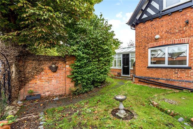 Guide Price £475,000, 2 Bedroom Garage For Sale in Windsor, SL4