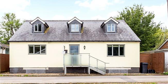 Guide Price £815,000, 4 Bedroom Detached House For Sale in Old Windsor, SL4