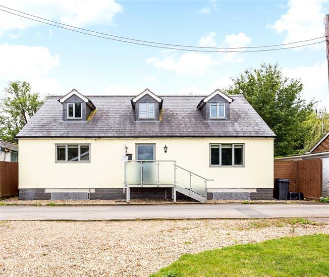 Guide Price £855,000, 4 Bedroom Detached House For Sale in Old Windsor, SL4