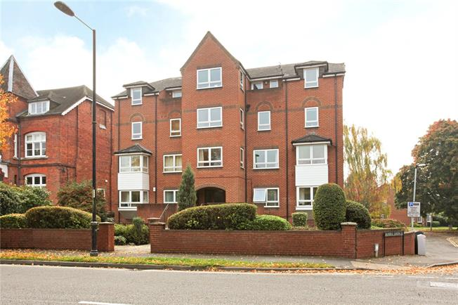 Offers in the region of £475,000, 3 Bedroom Flat For Sale in Windsor, SL4