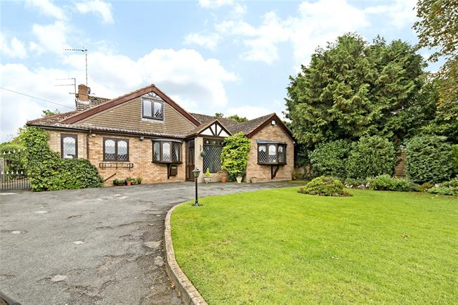 Guide Price £575,000, 4 Bedroom Bungalow For Sale in Stratford-upon-Avon, Warw, CV37