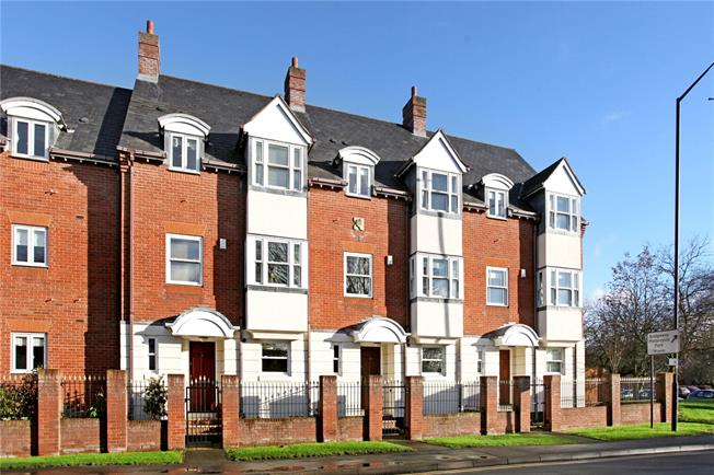 Guide Price £495,000, 3 Bedroom Mews House For Sale in Stratford-upon-Avon, Warw, CV37