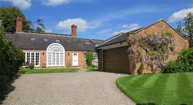 Offers in excess of £625,000, 3 Bedroom Terraced House For Sale in Warwickshire, CV37