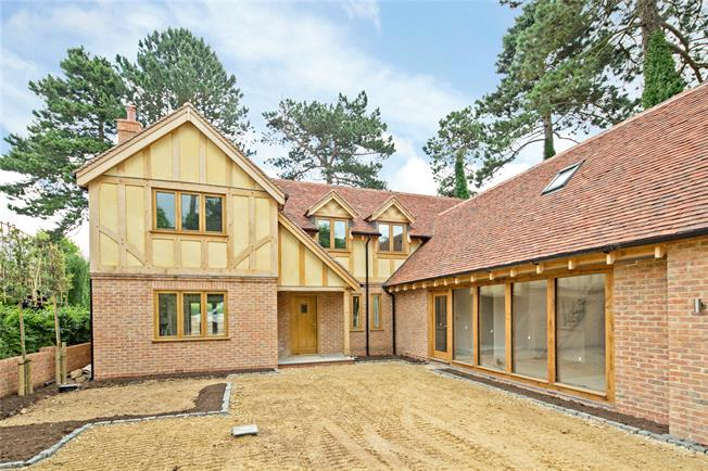 Guide Price £1,100,000, 5 Bedroom Detached House For Sale in Warwickshire, CV35