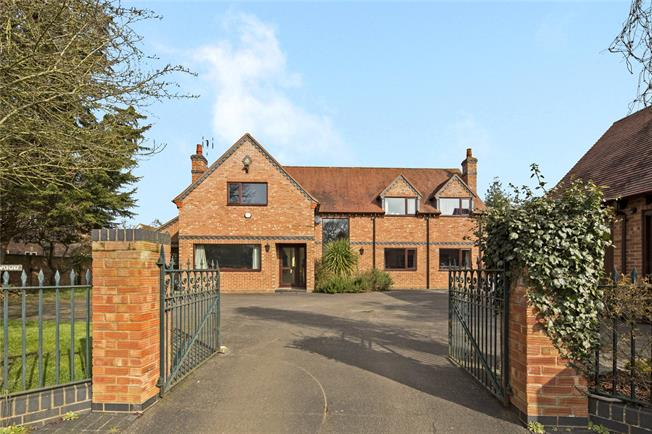 Guide Price £850,000, 4 Bedroom Detached House For Sale in Warwickshire, CV35