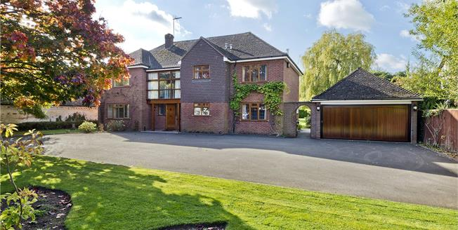 Guide Price £990,000, 5 Bedroom Detached House For Sale in Stratford-upon-Avon, Warw, CV37