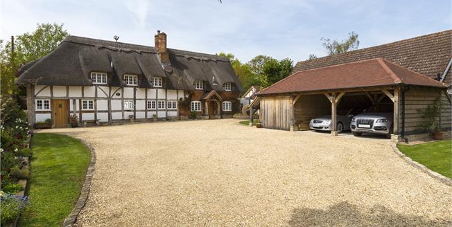 Asking Price £1,275,000, 5 Bedroom Detached House For Sale in Stratford-upon-Avon, CV37