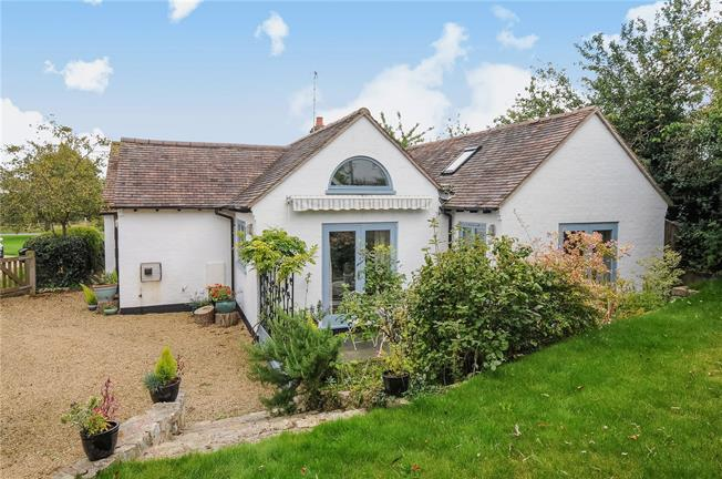 Asking Price £475,000, 3 Bedroom Bungalow For Sale in Stratford-upon-Avon, CV37