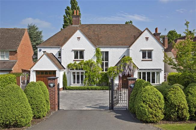 Asking Price £1,350,000, 4 Bedroom Detached House For Sale in Warwickshire, CV37