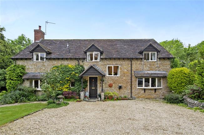 Guide Price £975,000, 5 Bedroom Detached House For Sale in Warwick, Warwickshire, CV35