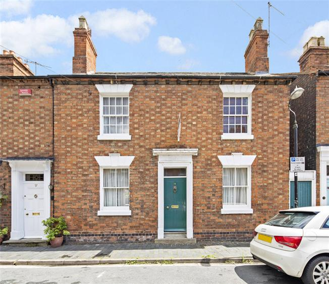 Asking Price £450,000, 3 Bedroom Terraced House For Sale in Warwickshire, CV37