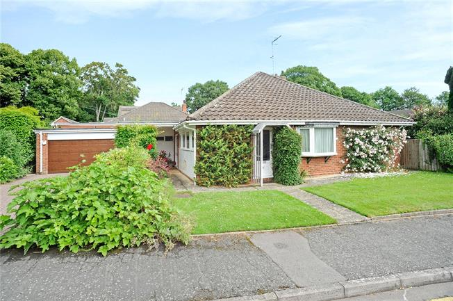 Guide Price £625,000, 2 Bedroom Bungalow For Sale in Warwickshire, CV37
