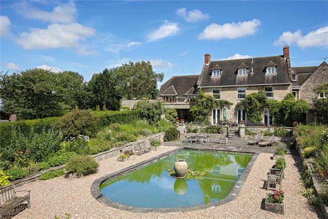 Guide Price £1,450,000, 6 Bedroom House For Sale in Warwickshire, CV35