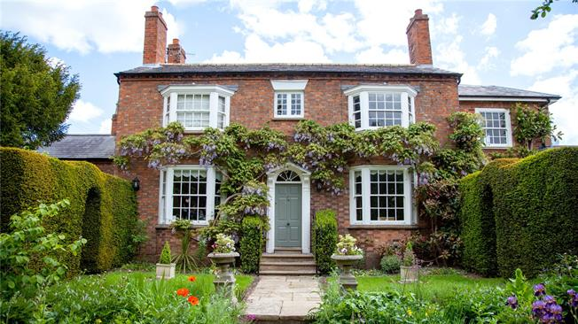 Offers in excess of £1,600,000, 4 Bedroom Detached House For Sale in Stratford-upon-Avon, CV37