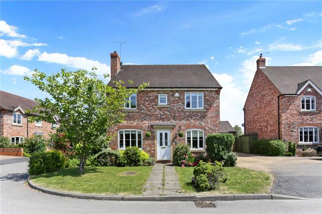 Guide Price £450,000, 4 Bedroom Detached House For Sale in Stratford-upon-Avon, CV37