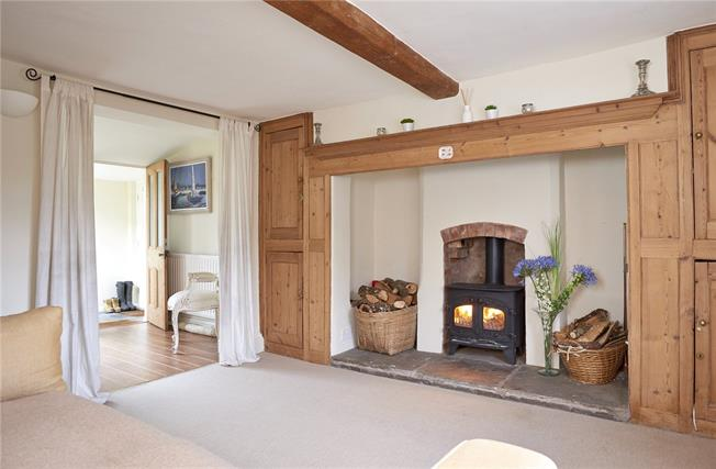 Guide Price £299,950, 2 Bedroom Semi Detached House For Sale in Alcester, B50